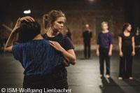 Mozarteum DIALOGE Zeit Bild 248 TnzerinEmmiVisnen ISM Wolfgang Lienbacher 200px